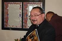 Vernisáž výstavy faksimile devítidílné bible krále Václava IV. na loketském hradě.