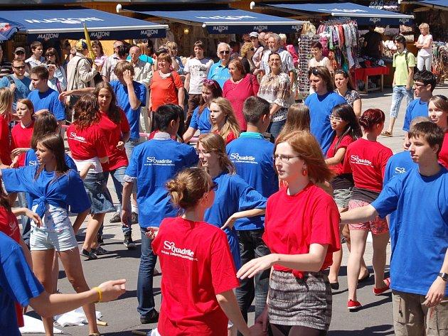 Žáci a studenti se přidali k tanečnímu festivalu, který se pořádá například i v Rakousku, Maďarsku nebo Slovinsku.