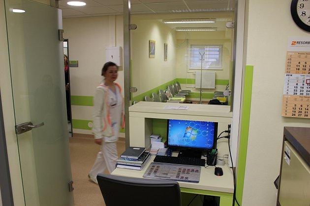 NOVÁ KOŽNÍ AMBULANCE je od ledna kdispozici vkarlovarské nemocnici.