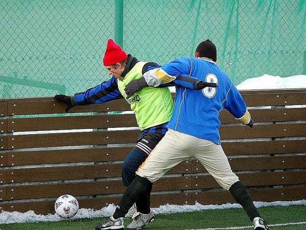V jednom ze zápasů 'Final Four' sedlecké Zimní ligy se utkaly Abertamy se Sadovem.