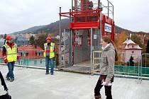 Den otevřených dveří na stavbě Pavilonu urgentní medicíny v karlovarské nemocnici