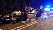 Při vážné nehodě u Bochova museli hasiči vyprostit řidiče a spolujezdce z osobního auta.