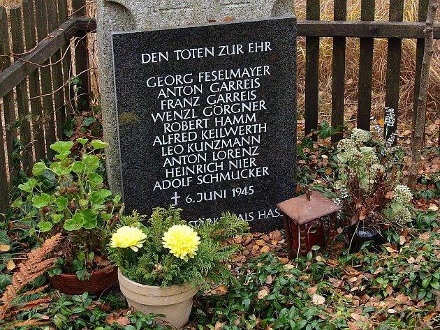 Památník obětem byl na místě masakru odhalen v roce 1992.