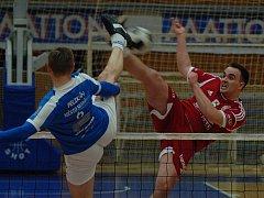 SK Liapor Witte (v červeném) hostil v hale Lokomotivy tým Modřic.