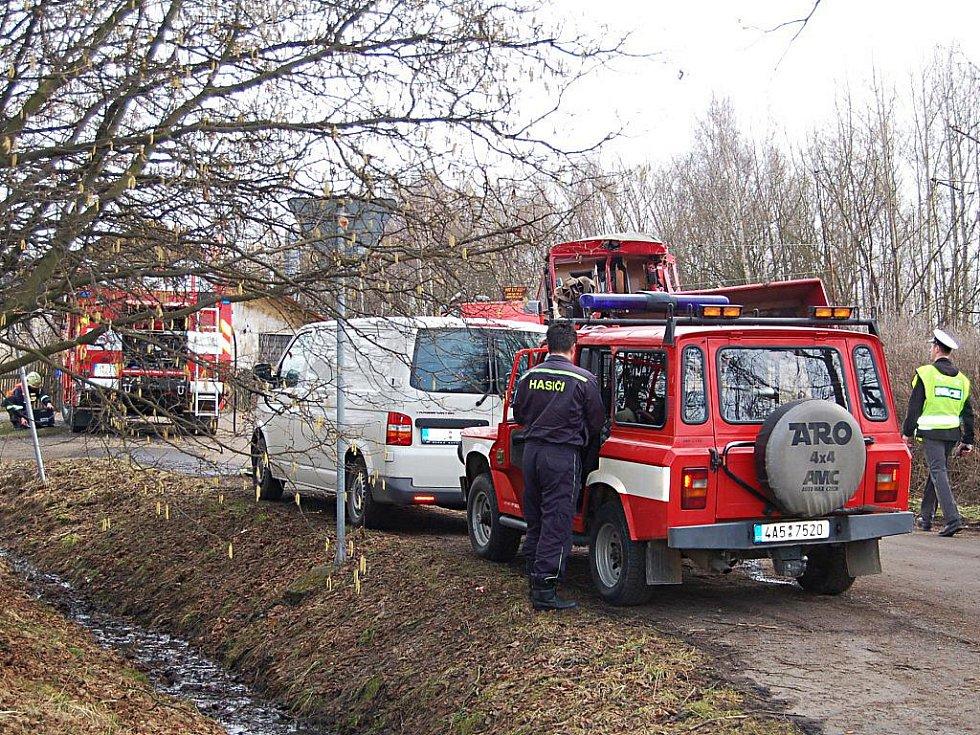 V Mírové se na přejezdu srazil osobní vlak s nákladním automobilem.