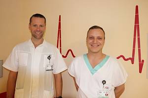 Primář Kliniky pneumologie a ftizeologie Fakultní nemocnice Plzeň David Havel na snímku vlevo.