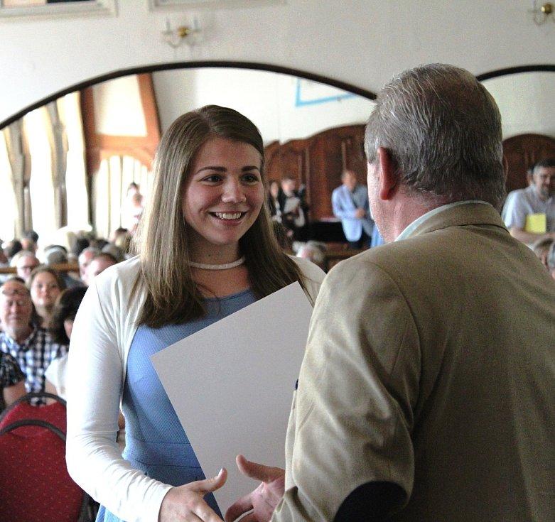 Například Sára Sandtnerová ze ZŠ J. A. Komenského je také předsedkyní žákovského parlamentu.
