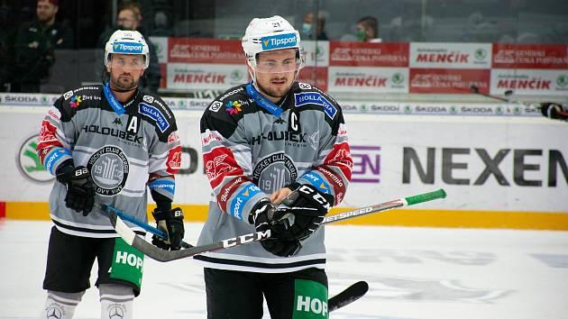 Hokejisté karlovarské Energie sehráli na ledě Mladé Boleslavi s tamními Bruslaři skutečně zábavnou partii, když na jejím konci dosáhli na vítězství 7:5.