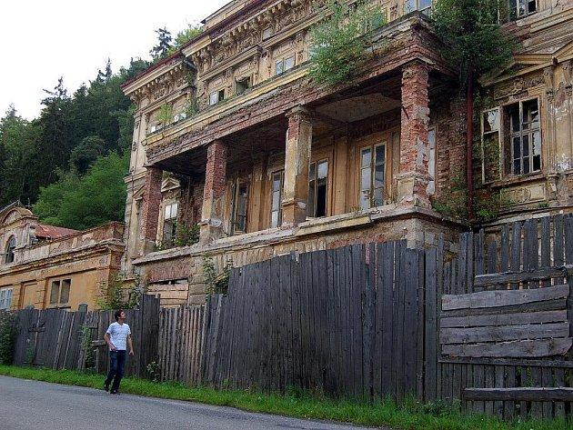 Ruiny lázní v Kyselce.