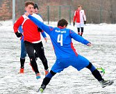 Zimní turnaj ostrovského FK za sebou udělal o víkendu definitivní zimní tečku. Celkovým vítězem se stala Stará Role (v modrém), která se na závěr loučila ve finálové skupině vítězstvím nad karlovarskou Slavií 6:0.