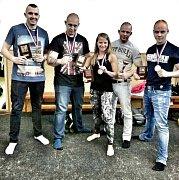 Medailisté z kickboxerského klubu z Mariánských Lázní.