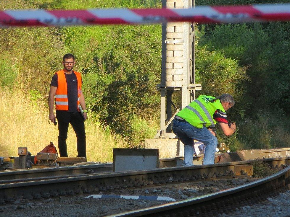 Ještě ve čtvrtek odpoledne nejezdily kvůli středeční železniční nehodě v Lázních Kynžvartu na trati Plzeň – Cheb vlaky.