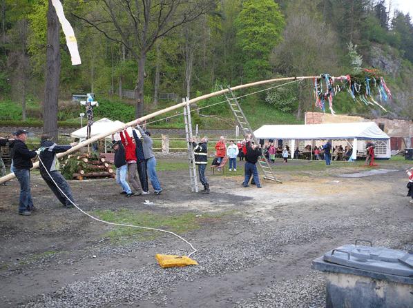 Pálení čarodějnic a stavění májky v Bečově nad Teplou 2012.