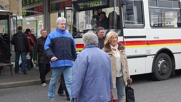 Ceny porostou. Zejména nejstarší karlovarští cestující pocítí změnu cen, kterou dopravní podnik spustí od ledna příštího roku.