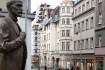 Národní dům na Třídě TGM v Karlových Varech se opravuje.