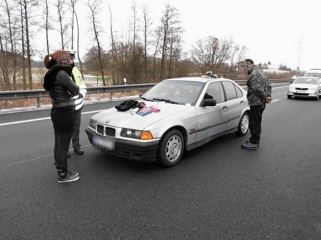 Jen 40 minut si užíval kradeného BMW. Pak ho zatkla policie