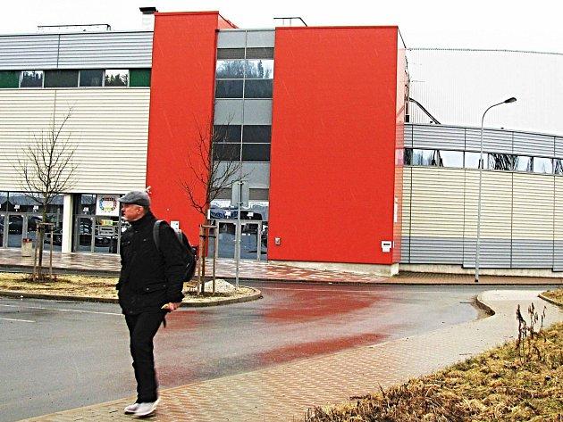 Soudy kvůli KV Areně nemají konce.