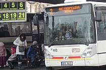 DOPRAVNÍ PODNIK Karlovy Vary provozuje především městskou hromadnou dopravu. Jeho autobusy ale jezdí také na několika příměstských linkách na Karlovarsku a Sokolovsku.