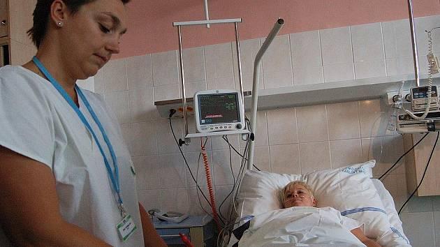 Zdravotní sestry stále čekají na avizované zvýšení svých platů, které slíbila vláda.