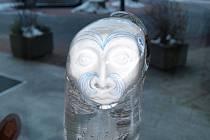 Výstava skleněných plastik Leoše Smejkala bude v hotelu Sanssouci otevřena až do 16. dubna.