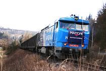OBNOVENÁ ŽELEZNIČNÍ VLEČKA mezi Kyselkou a Vojkovicemi slouží k přepravě už pět let.