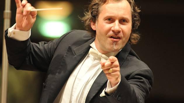 Vedoucími profesory a uměleckými garanty jsou profesoři a dirigenti výmarské školy Ekhart Wycik (na snímku) a Nicolás Pasquet.