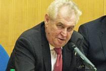 Prezident republiky Miloš Zeman přijíždí s manželkou Ivanou na návštěvu kraje.