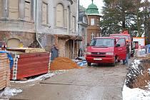 Rekonstrukce Becherovy vily v Karlových Varech.