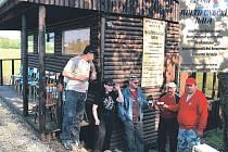 Členové Petanque Clubu z Kolové v areálu PC Kolová U Gubiše postavili vlastní multifunkční halu.