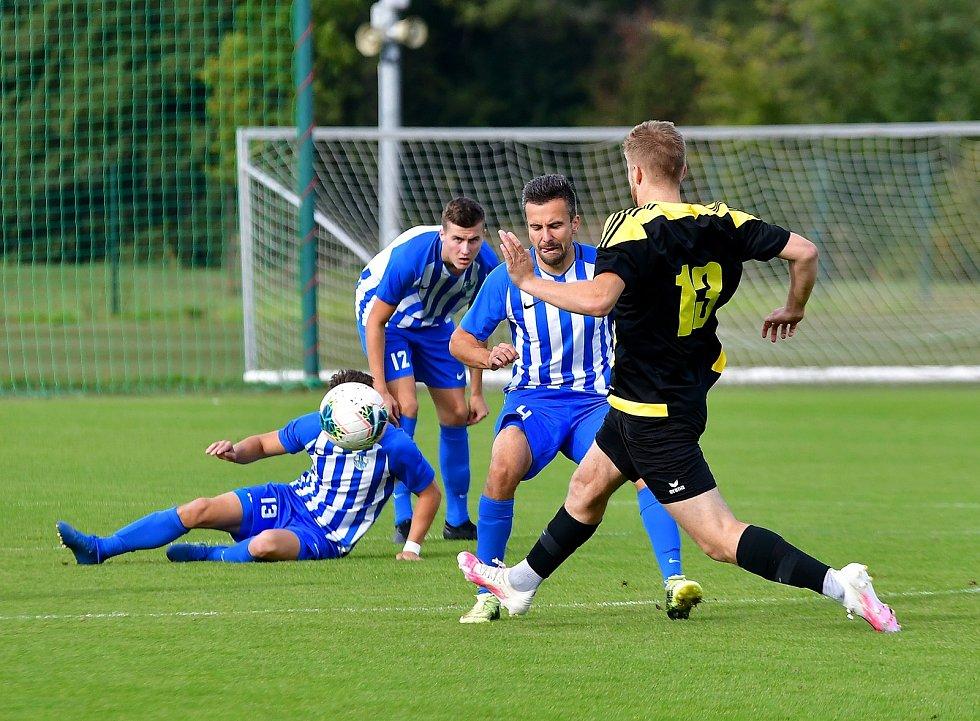 Nejen trenér či nově předseda komise mládeže OFS Karlovy Vary, ale také i nadále stále produktivní hráč, to je Lukáš Jankovský.