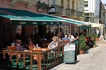 Hospody jsou stále v kurzu. Ekonomickou recesi zatím většina provozovatelů pohostinských zařízení na Karlovarsku nepocítila. Lidé si sem stále nacházejí cestu.