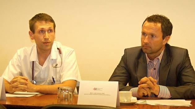 Martin Beránek, předseda místní organizace LOK společně s Luďkem Nečesaným, ředitelem nemocnice