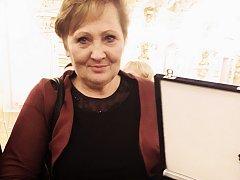 Dagmar Soukupová s oceněním ministra zdravotnictví.