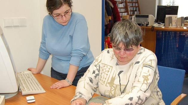 Hana Miklóšová byla nejrychlejší v psaní na speciálním psacím stroji pro nevidomé. V časovém limitu napsala 406 znaků, z toho 400 správně. Do soutěže v psaní na tabulce se přihlásila jako jediná. Napsala 88 znaků, 85 z nich správně.