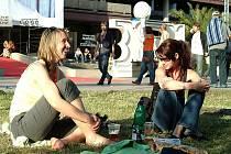Podle ubytovacích agentur je zájem návštěvníků velký. Poptávka už téměř převyšuje nabídku. MFF si oblíbili hlavně mladí lidé.
