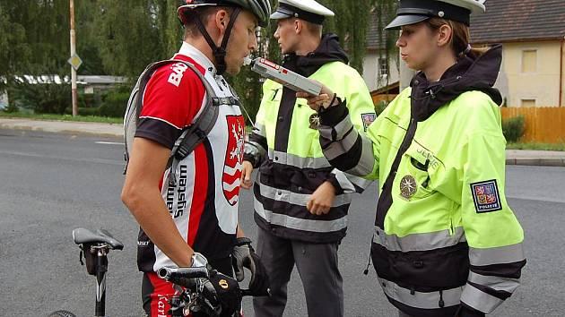 Bez alkoholu. Lukáš, který se cyklistice věnuje závodně, při úterní kontrole alkohol nenadýchal. Policisté mu ale vyčetli nedostatky v povinné výbavě kola.