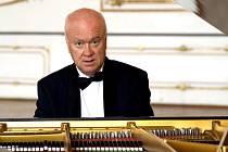 Hra Borise Krajného má kultivovaný zvuk, který vyniká  v interpretaci impresionistického a romantického repertoáru.