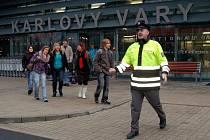 Několik požárních jednotek se sjelo na karlovarské mezinárodní letiště v Olšových Vratech. Uskutečnilo se zde cvičení, při němž hasiči likvidovali simulovaný požár v prostorech odbavování zavazadel.