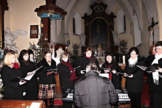 Kolem čtyř desítek kostelů v Karlovarském kraji zažije v pátek nájezdy zvědavců. Poodhalí jim tak svá známá i neznámá tajemství, a to mnohdy i za doprovodu hudby.