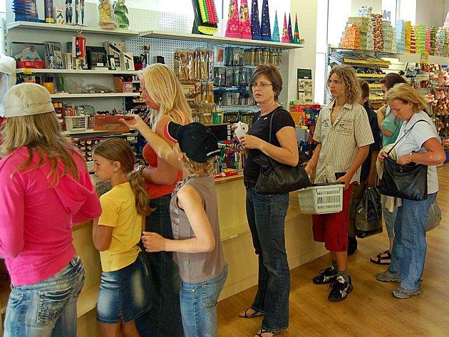 Tento týden odstartoval nákupní horečku po školních sešitech a dalších pomůckách.
