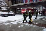 Cvičení složek integrovaného záchranného systému při simulovaném požáru v hotelu Thermal.