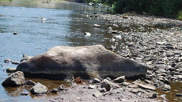 TAKÉ V OHŘI vody letos v létě ubylo, ale některé menší vodní toky v regionu jsou na tom ještě mnohem hůře.