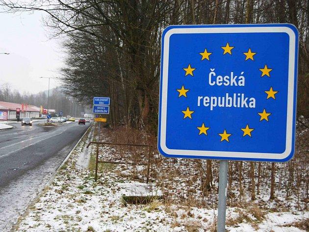 NAPOJENÍ z německých dálnic přímo do České republiky, je podle ministra Mládka jednou z možností, jak přilákat do našeho regionu investory.