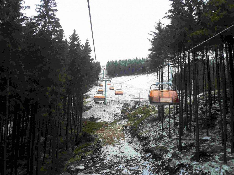 Nová lanovka propojující Jáchymov s Klínovcem je už v provozu
