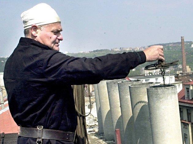 Kontrola komínů před zimou je velmi důležitá a může zabránit požárům.