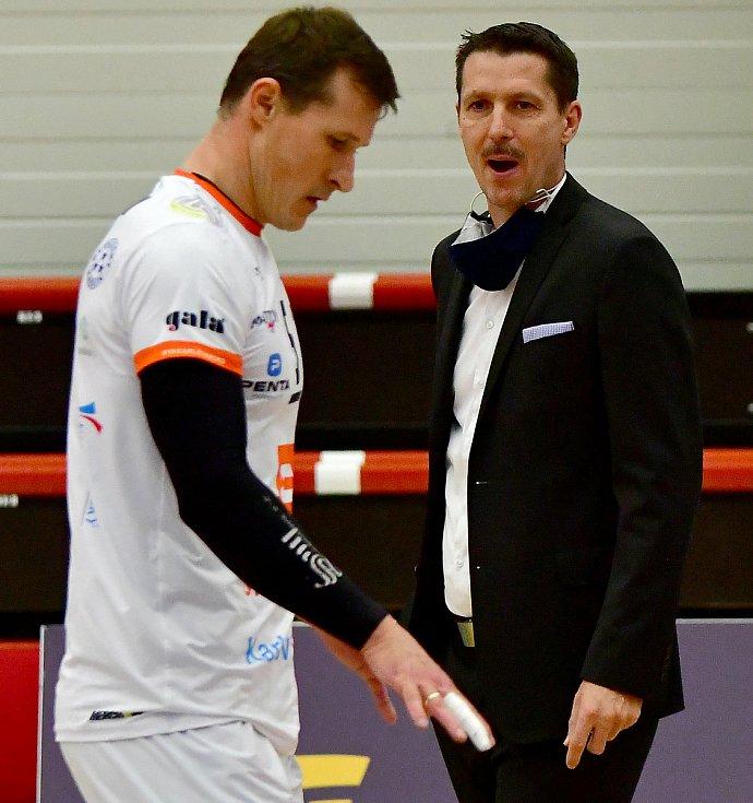 Na galavečeru českého volejbalu byl vyhlášen trenérem roku karlovarský lodivod Jiří Novák, k tomu pak přidal další úspěch univerzál Karlovarska Patrik Indra, který byl vyhlášen nejlepším hráčem extraligy.
