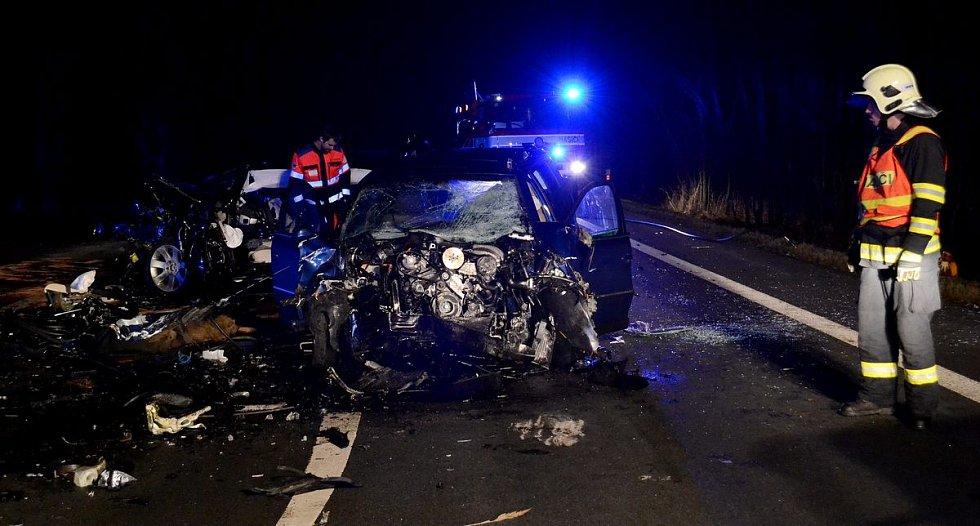 Tragická nehoda u Bochova si vyžádala dva lidské životy
