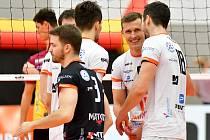 Důležitou výhru urvali volejbalisté VK ČEZ Karlovarsko v 18. kole UNIQA extraligy na palubovce Brna, kde vyhráli 3:2 na sety.