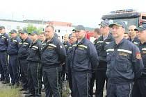 Kolem padesátky profesionálních i dobrovolných hasičů z Karlovarského kraje bude pomáhat přímo v Hodoníně.