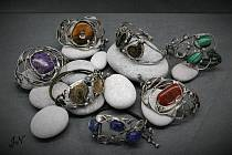 Cínované šperky vyrábí šperkařka Jitka Nejedlá z Chlumu Svaté Maří šest let.